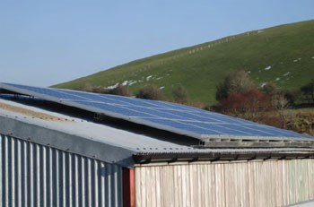 roof-mounted-solar-pv-2.jpg L Al